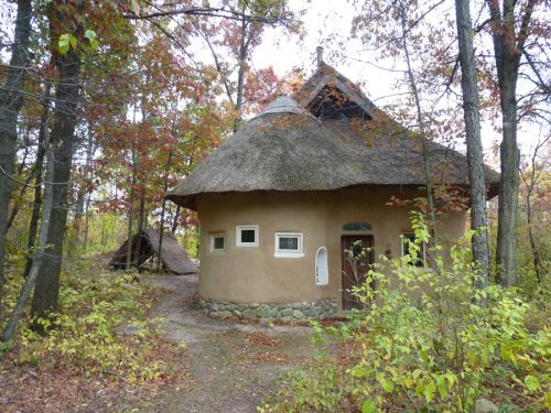 The Strawbale Studio - Cob/Strawbale with Thatched Roof